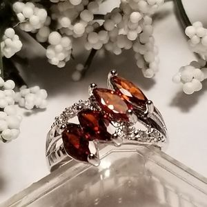 Gorgeous 925S Garnet Ring
